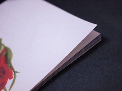 紙は薄いです