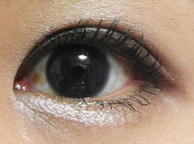 目の周り「紫」という感じは無し