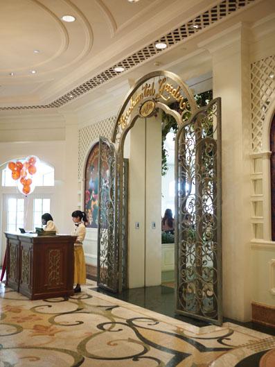 香港ディズニーランド・ホテル「ENCHANTED GARDEN RESTAURANT」