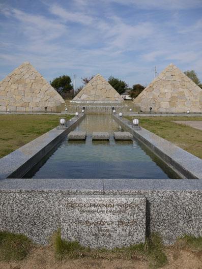 モニュメント鎮魂の碑