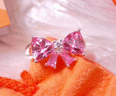 ピンクのキラキラリボン