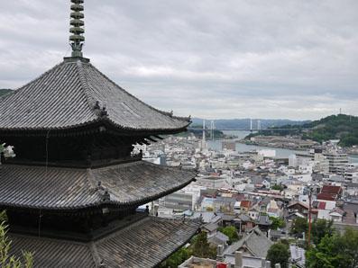 天寧寺三重塔と尾道市内