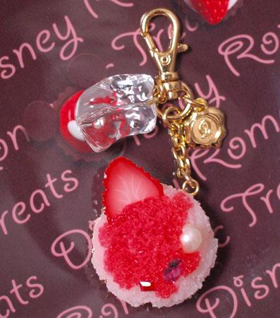 イチゴのかき氷のバッグチャーム