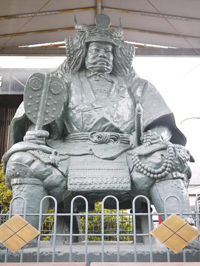 巨大な武田信玄像の見物