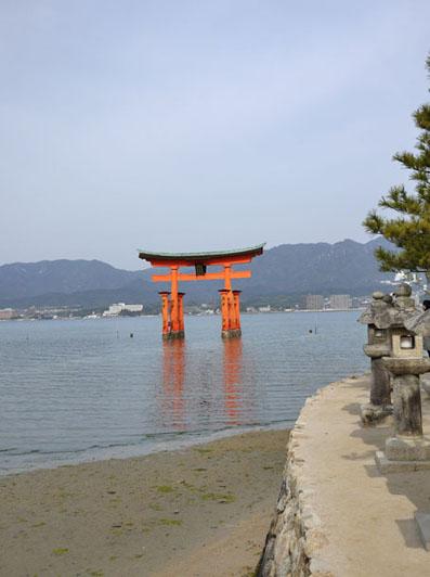 厳島神社の大鳥居は素通り
