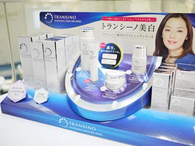 トランシーノシリーズの化粧品