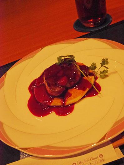 フォアグラのソテーパンケーキ添え 赤ワインとチェリーソース