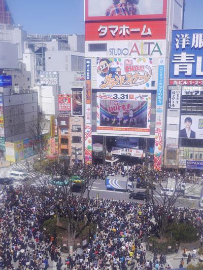 2014年3月31日の新宿アルタ前