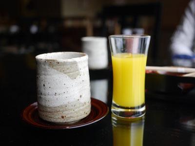 フレッシュジュースとお茶