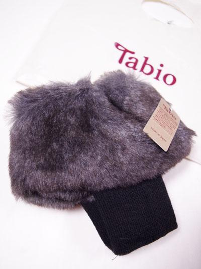 タビオ「縫製MIXファーショートレッグウォーマー」