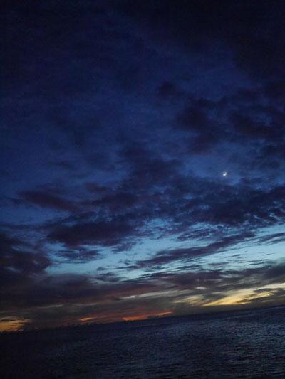 月が見えてきました