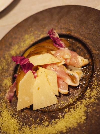 さつま知覧どり胸肉の薄切りと粗塩、大阪泉州水茄子とパルミジャーノ