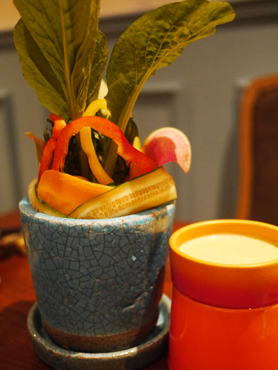 地球の味がする新鮮野菜バーニャカウダ