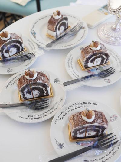 トシ・ヨロイヅカのケーキ