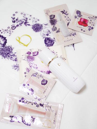化粧水とスキンケアサンプル