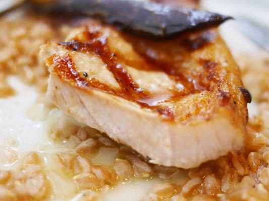 しっとり美味しく焼き上げられた豚肉