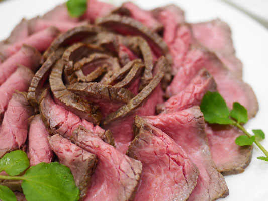 生田シェフ監修 香味野菜で焼き上げた黒毛和牛ローストビーフ