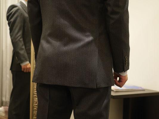 お尻が大きいので体型カバーのサイドベンツ