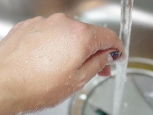 洗う流すハンドケア「アトリックス ハンドミルク」