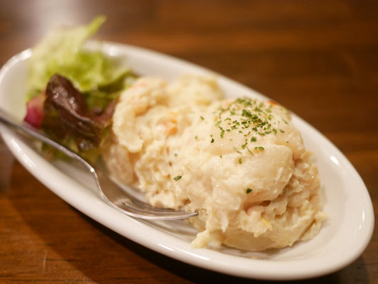 秋葉原バル・モンパカ 燻製ポテトサラダ