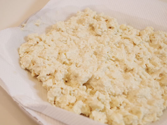豆腐とツナでナゲット 握りつぶした豆腐をレンチン