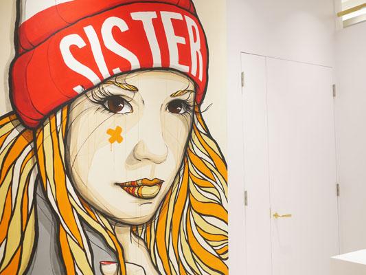 ストリートアーティスト エル・ボチョの作品「Sister」