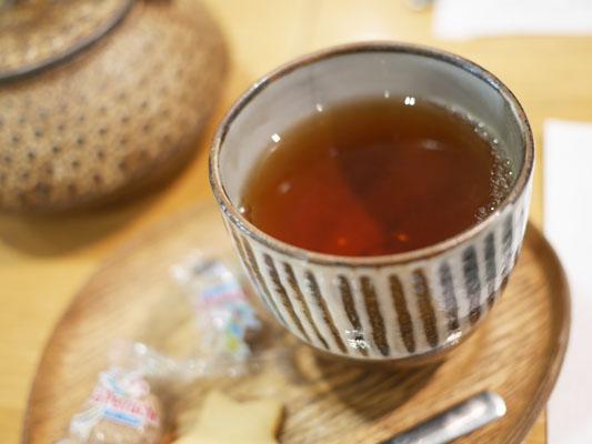 ローズベーカリー 銀座 お茶は鉄瓶で出てきます
