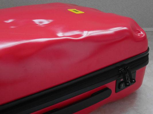 スーツケースがへこんだ トラブル 対策