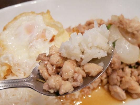 恵比寿 タイ料理 ランチ タイ屋台 ラオラオ 美味しいガパオ