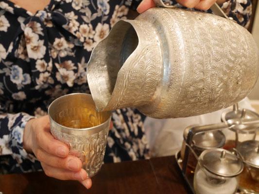 恵比寿 タイ料理 ランチ ラオラオ テーブルのお茶