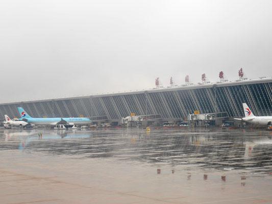 雨の上海浦東国際空港
