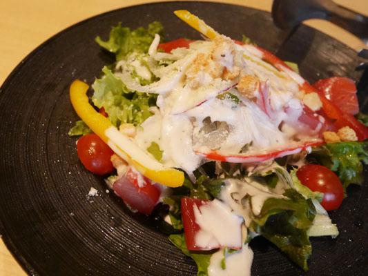 まぐろ料理専門店 マグロキッチン 浜松町店 マグロの生ハムのシーザーサラダ