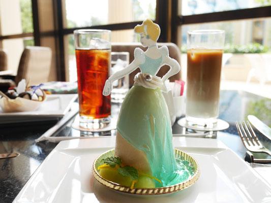 ディズニーアンバサダーホテル ハイピリオン・ラウンジ スペシャルケーキセット