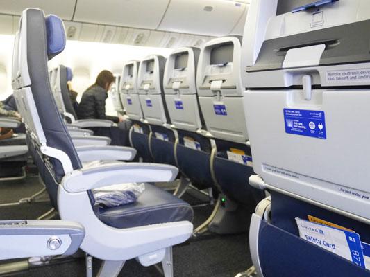 ユナイテッド航空 エコノミープラス シート間隔