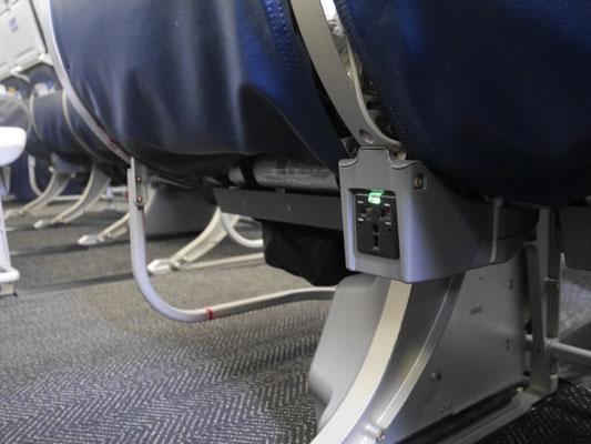 ユナイテッド航空 エコノミープラス コンセント 充電可能