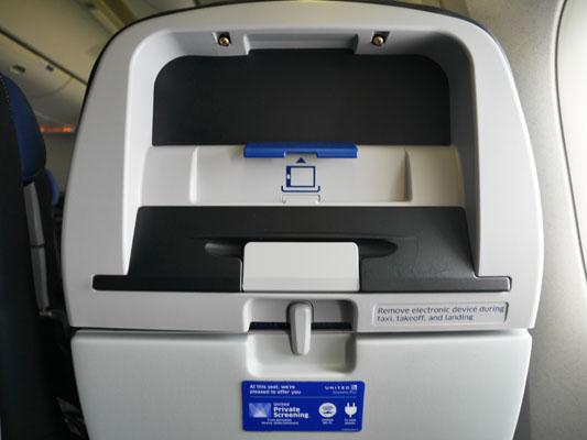 ユナイテッド航空 エコノミープラス 座席前デザイン
