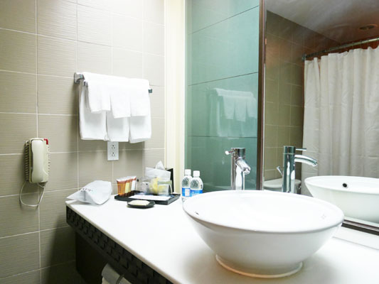 シェラトン グアム オーシャンビュールーム 宿泊 口コミ バスルーム