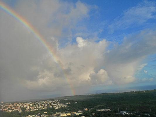 ユナイテッド航空 機内から見えた虹