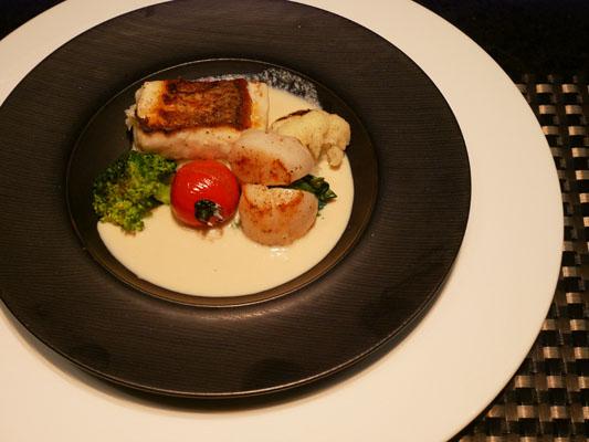 シェラトングアム 鉄板焼き スペシャルコース 真鯛とホタテのグリル、豆乳のソースで