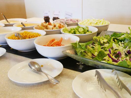 シェラトングアム 朝食 サラダの種類