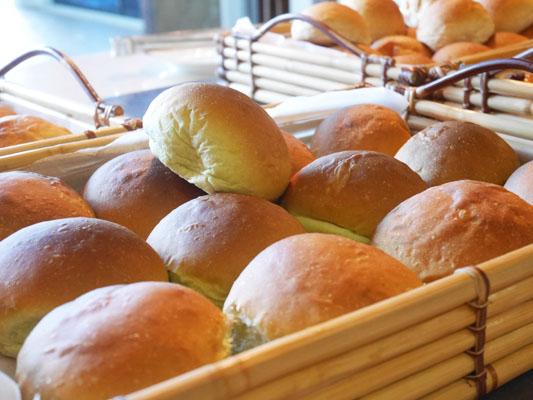 シェラトングアム 朝食 ほうれん草のパンがめっちゃ美味しい! オススメ