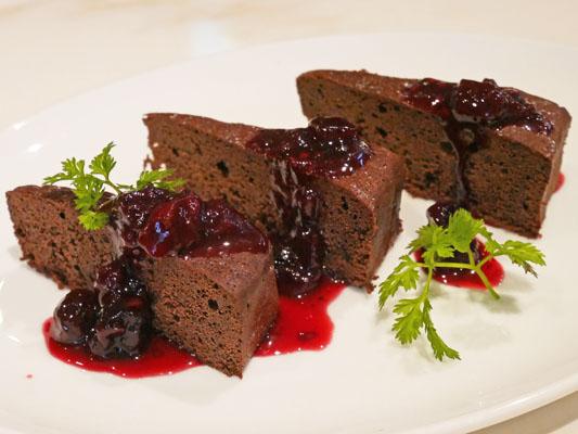 N's Lounge コース料理 チョコレートケーキ