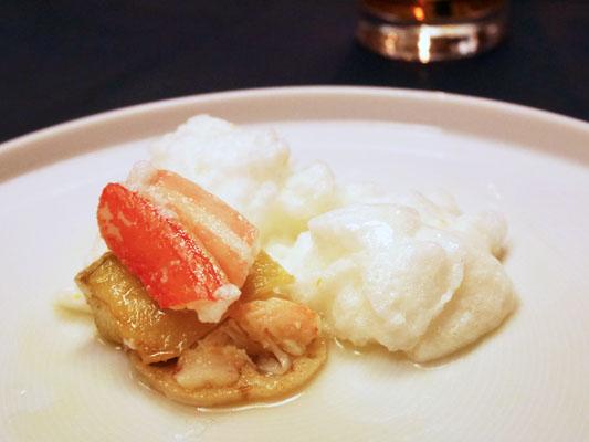 東銀座 和食 料亭レストラン 雪玉焼の中にはレンコン、茄子、カニ