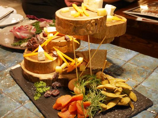 FES by asobi(フェスバイアソビ)船橋 チーズと燻製の盛り合わせ