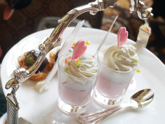 東京ディズニーランドホテル ミニーのアフタヌーンティー ココナッツミルクのゼリーとラズベリークリーム
