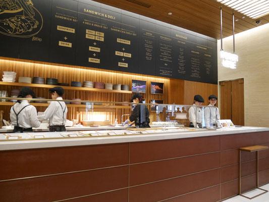 東京ミッドタウン日比谷 レクサスカフェ オーダーカウンター