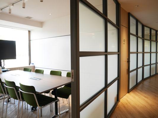 外苑前シェアオフィス 青山アラマンダワークコート 貸し会議室