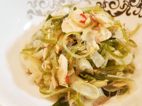 モンマルシェ 国産にんにく入りツナを使った海藻サラダ