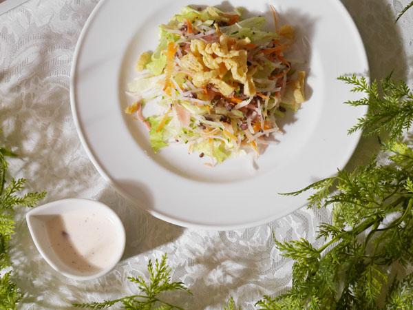 甘酢生姜とお揚げのサラダ