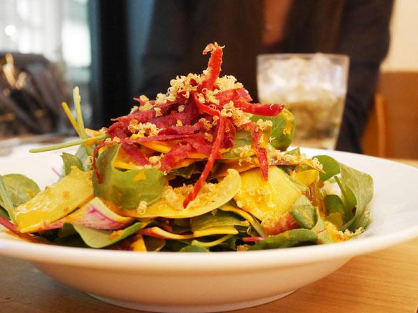 サラベス東京 ディナー 季節野菜のガーデンサラダ